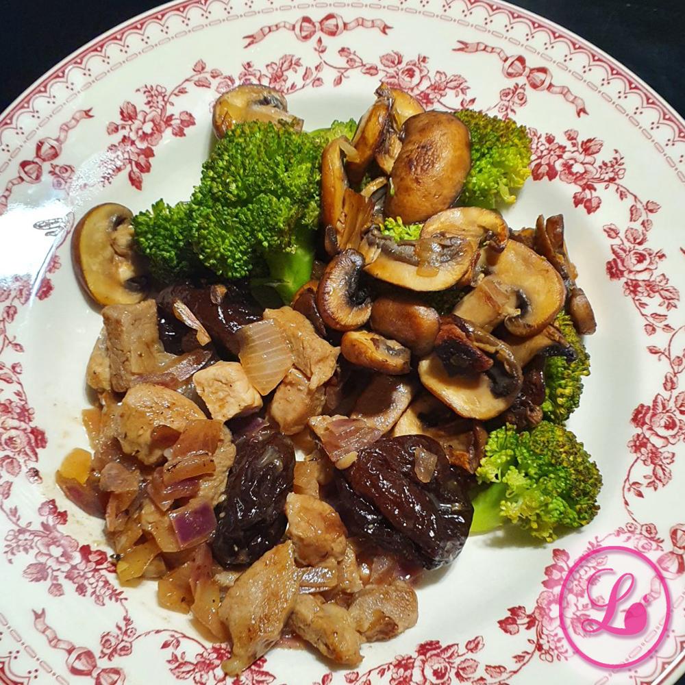 actualité Recette : Sauté de porc aux pruneaux, brocolis et champignons